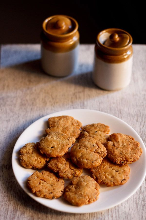 punjabi mathri recipe baked as well as fried version – flaky, crisp and spiced flour crackers. a popular tea time snack from north india. step by step recipe. #mathri #snacks