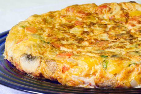 Ένα γρήγορο και πλούσιο σε θρεπτικά φαγητό. Για ξεχωριστή γεύση και άρωμα χρησιμοποιούμε φέτα Χωριό και Ελαιόλαδο Χωριό ποικιλία Κορωνέικη.