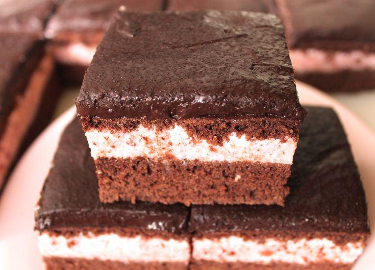 Tort cu Crema de Capsuni si Ganache de Ciocolata |