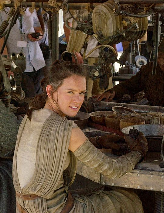 Daisy Ridley behind the scenes of 'Star Wars: The Force Awakens'