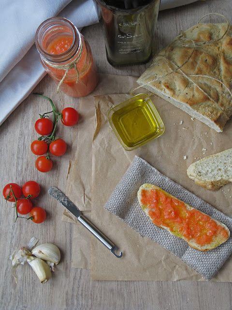 Pa amb tomaquet con romero, albahaca y aceite arbequina.