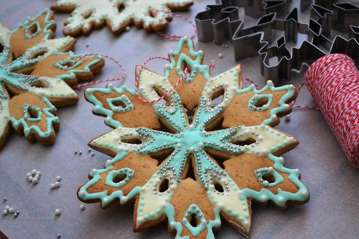 ΛΑΧΤΑΡΙΣΤΑ ΧΡΙΣΤΟΥΓΕΝΝΙΑΤΙΚΑ ΜΠΙΣΚΟΤΑ-ΣΤΟΛΙΔΙΑ   Χριστουγεννιάτικα μπισκότα-στολίδια με μοναδική κουπ πατ σε σχήμα χιονονιφάδας εδώ Τέλος συζήτησης