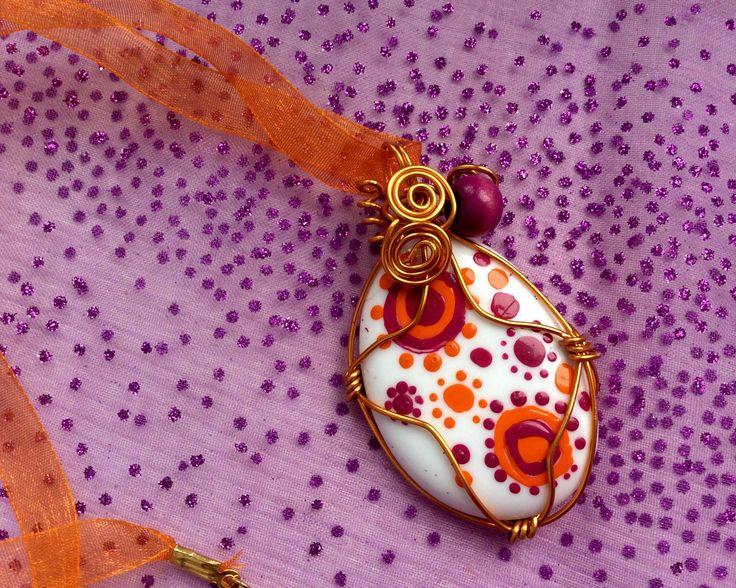 Pendentif Galet En Verre Motifs Oranges Et Violets Peints La Main Violettes Et Orange
