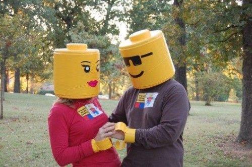 Как сделать костюм кирпичика Лего своими руками