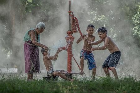 Bath time Photo by Tippawan Kongto — National Geographic Your Shot