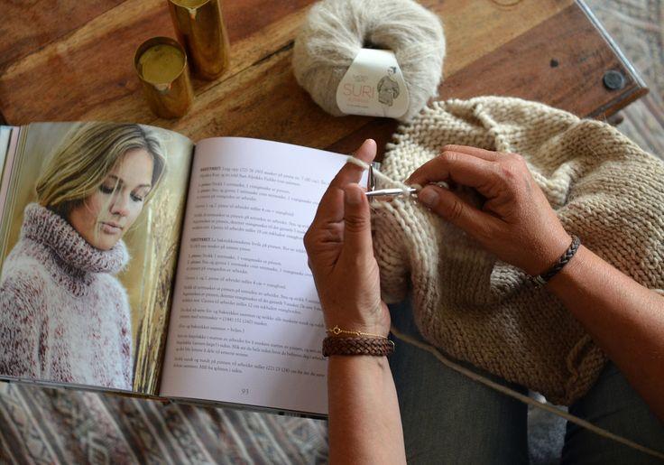 Dorthe Skappel har kommet med ny bok! Her er forfatteren som strikker. Vil du lese mer? Her er en prøvesmak: http://issuu.com/cappelendamm/docs/dorthe_skappel_mer_skappelstrikk