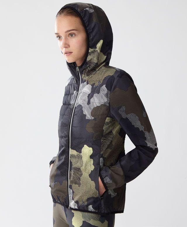 Veste matelassée camouflage - Nouveautés - Dernières tendances Automne Hiver 2016 en mode femme chez OYSHO online . Encore plus joli qu'en photo, je le glisse souven sous une veste ou un manteau. Ultra léger.