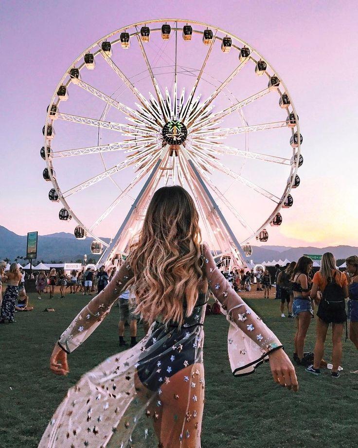 """COACHELLA 2017 3х-дневный фестиваль музыки и искусств в долине Коачелла (Coachella Valley Music and Arts Festival) ежегодно проводимый в городе Индио штат Калифорния в 3й и 4й выходной апреля. Coachella  музыка свобода и девушки с цветами в волосах все просто и немного как попало и вокруг царит атмосфера хиппи. Коачеллу называют """"жарким фестивалем"""": на фоне раскаленных пустынных пейзажей знаменитые музыканты выступают на сцене а зрители откликаются на музыку танцами иногда сопровождаемыми…"""