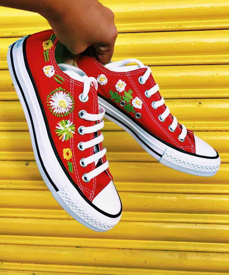 Converse rojos bordados a mano #convertible #tenisbordados #converseallstar #conversebordados #emboridery #embroideryshoes