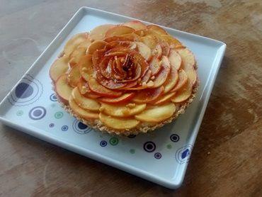 Receita de Torta de maçã caramelizada com castanha-do-pará e mousse de leite condensado cozido - Tudo Gostoso