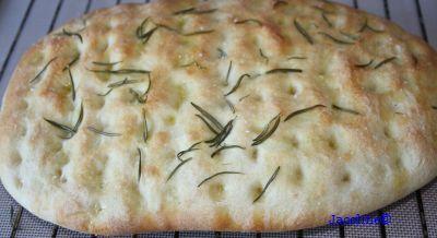Al jaren bak ik zelf Focaccia. Een heerlijk en makkelijk brood. Dit brood lukt altijd, ook als je geen ster bent in bakken. Bak het b...