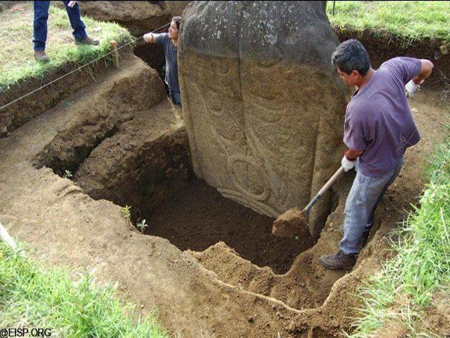 (adsbygoogle = window.adsbygoogle || []).push();   Nuevas imágenes de una excavación del 2012 en las emblemáticas estatuas de la Isla de Pascua revelan que las famosas cabezas no solo están conectadas con cuerpos gigantescos, sino que además estos cuerpos están cubiertos de...