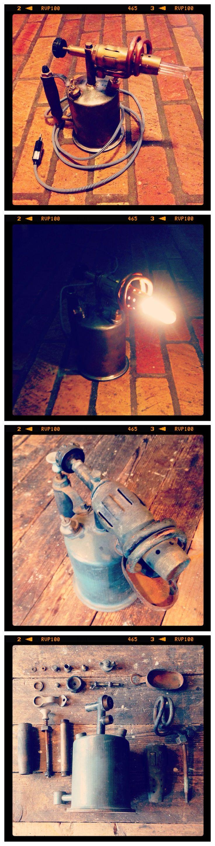 """COPPER UPCYCLING CONTEST / PARTICIPANT #25 : LAMPE """"RETRO STYLE"""" // Péter a transformé un chalumeau composé de laiton en une lampe de bureau à l'esprit industriel - """"Likez"""" pour participer au choix du prix du public ! / Péter transformed a brass blow torch into an industrial looking desk lamp = cool! - """"like"""" in order to participate to the public's choice price! #upcopper #copper #cuivre"""
