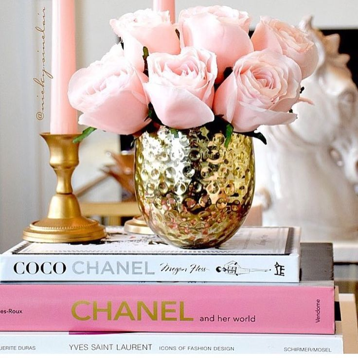 """Glam coffee table accents!! By @nicky.sinclair #glam #fashion #chanel…"