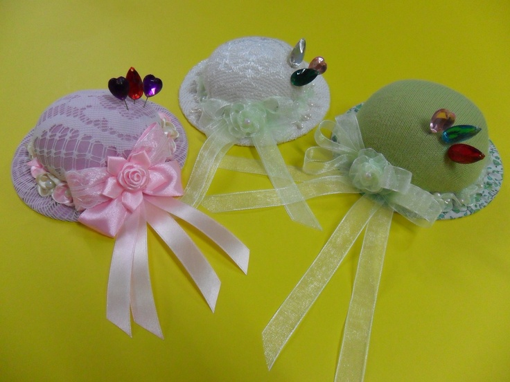 Handmade pincushions - Reuse old CDs.
