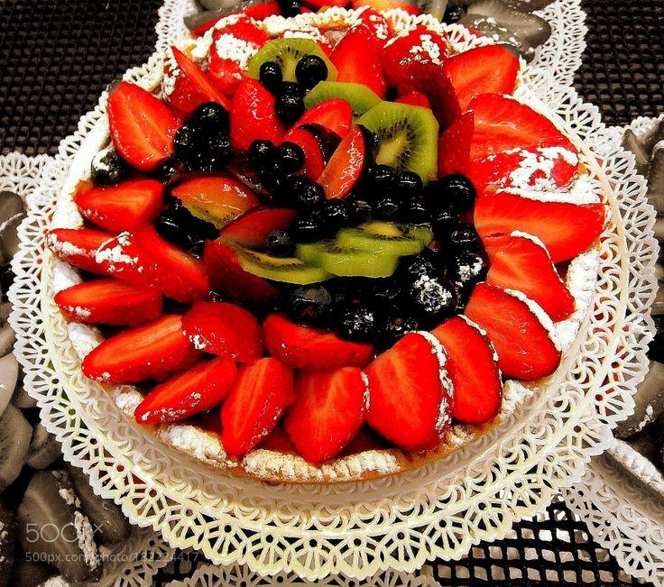 Per i più golosi: crostata di fragole mirtilli e kiwi una delizia! by gianluigibonomini