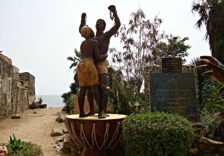 Monument de la liberation Île de Gorée - Blog Voyage Trace Ta Route www.trace-ta-route.com  http://www.trace-ta-route.com/senegal-escapade-dakar/  #tracetaroute #senegal #goree #liberation