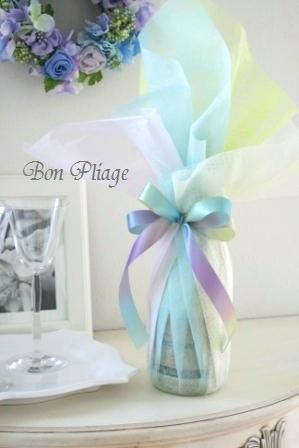 Wraps in four sheets of papers by Wakana Nakao,Bon Pliage.  http://bon-pliage.com/