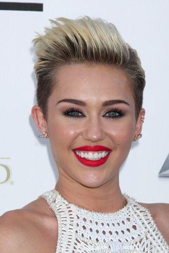 Miley Cyrus med sit korte blonde hår gjort et indtryk på hårmoden for 2014.