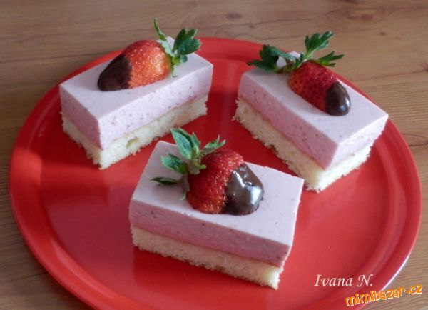 slices with strawberry cream cheese
