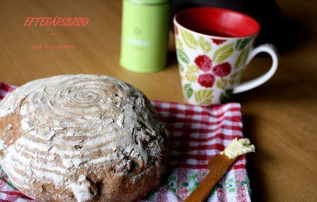 Et lækkert og saftigt efterårsbrød – med den rette smag, krumme og sprøde skorpe. Ultra nemt at lave og ultimativ morgen-luksus med nybagt brød! Jeg fik indviet min nye hævekurv, men brødet kan sagten