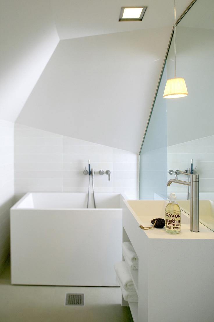 Hotel Brosundet in Ålesund, Norway with Durat XS bath and a custom wash basin unit. Design by Snøhetta