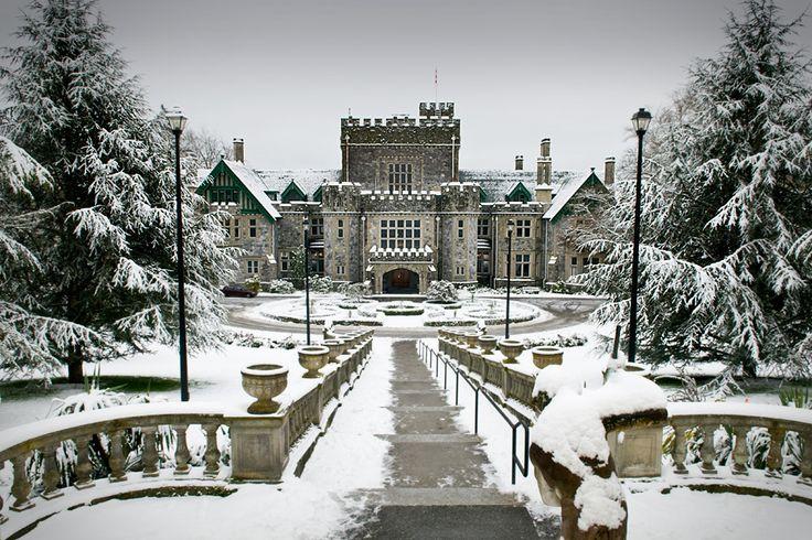 Hatley castle victoria bc canada vivian kereki - What time does victoria gardens close ...