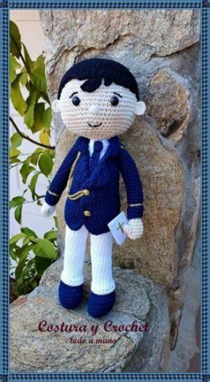 muñeco de comunión a ganchillo  lana 100% algodón,relleno antialergico.,ojos de seguridad amigurumi,hecho a mano