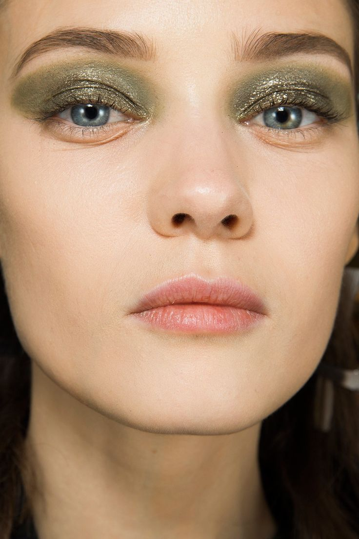 See beauty photos for Christian Dior Fall 2014 Ready-to-Wear collection.