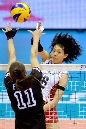 2次リーグのドイツ戦でスパイクを放つ迫田=トリエステ(ゲッティ=共同) ▼3Oct2014共同通信 バレー日本、独にフルセット勝ち 女子世界選手権 http://www.47news.jp/CN/201410/CN2014100301001254.html #Japan_womens_national_volleyball_team #Japan_vs_Germany