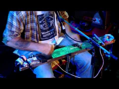 ▶ Seasick Steve - Diddly Bo (Later with Jools Holland) (HQ) - YouTube