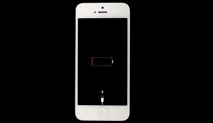 Bugünlerde akıllı cep telefonlarının en büyük sorunlarından biri batarya ömrü. Hızla biten bataryalar kullanıcıların korkulu rüyası haline geldi. Ancak birçok şekilde telefonu hızlı şarj etmek mümkün olabilir. İşte yapılması gerekenler! Güç tasarruf modu Şarj sırasında telefonunuzu kullanmak durumundaysanız öncelikle tüm gereksiz uygulamaları kapatmalısınız. Sonrasında güç tasarruf modunu aktif hale getirmeli ve sadece kullanacağınız uygulamaları açık …