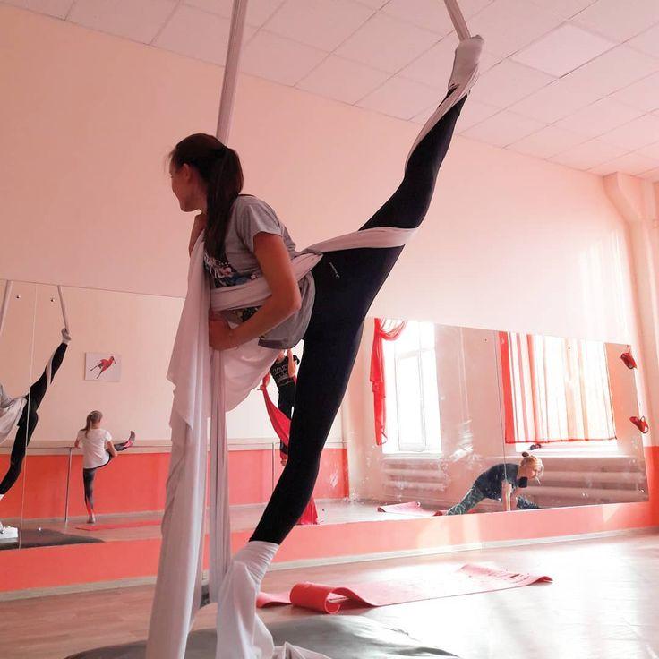 Всем шпагатов!!! А у нас 9 марта будет тренировка по воздушным полотна в 11.00) Ждем всех желающих) #воздушныеполотна #воздушноекольцо #воздух #спорт #фитнес #тверь #aerialacrobatics #aerialdance #sport #tver #fitness #aerialsilks #aerialhoop #poledance #polesports #yoga #pilates #pilas #weekend #jual #ha #russian #moscow #goodmorning #sportgirl #miss #acroyoga #acrobalance #balance