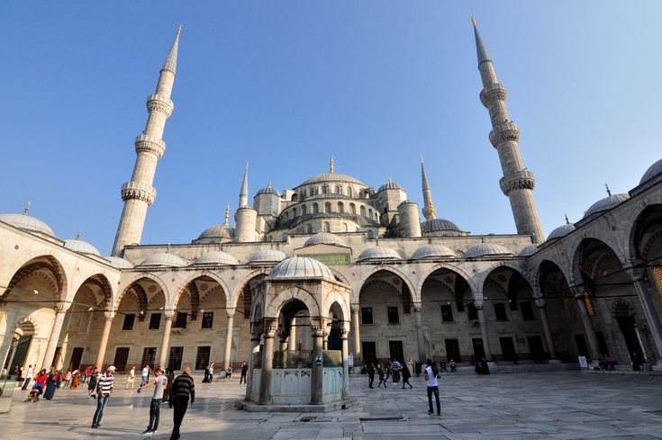 Istanbul Old City tour is the most popular walking and sightseeing tour in Istanbul. Discover the Istanbul Historic Peninsula with your private tour guide