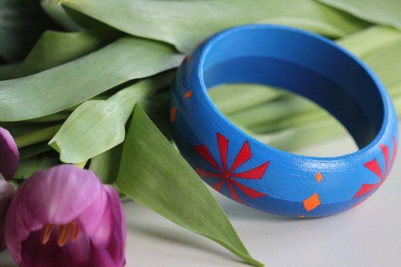 Geometric flower hand-painted wooden bracelet.  by DeaJewelryStore