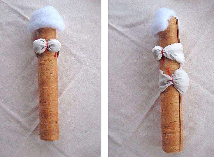 Нам понадобится: скрученная береста для тулова диаметром 4 см и высотой 28 см; лоскут белый для всего тулова, рук и лица 45х45 см; лоскут для нижней юбки с кружевом…