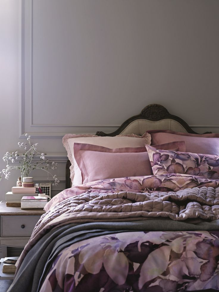 Beautiful shades of blush. This makes me think of French Châteaux's a real fairy tale bedroom!! I adore i xx