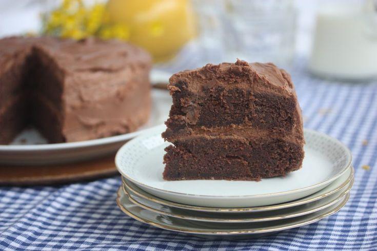 Saftig sjokoladekake med luftig melkesjokoladeglasur