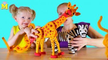 Собираем 3D пазл Животные: Змея, жираф, зебра, гепард http://video-kid.com/16861-sobiraem-3d-pazl-zhivotnye-zmeja-zhiraf-zebra-gepard.html  Собираем 3D пазл модели животных вместе с мамой. У нас получилось 4 модели животных: жираф, гепард, змея и зебра. Пазл идет из специальной мягкой эва конструкции, очень удобно его собирать и у ребенка вырабатывается мелкая моторика. _______________________________________________________________Прямые трансляции ПЕРЕСКОП: Смотрите меня Вконтакте: Моя…