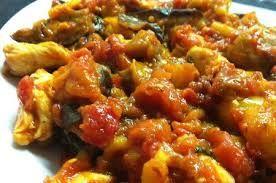 PETTO DI POLLO ALLE MELANZANE Ingredienti per 4 persone: 500 gr di petto di pollo a fette 300g circa di passata di pomodoro 2 melanzane ...continua su: http://blog.libero.it/millericette/12922097.html