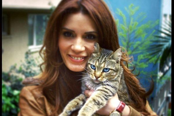 Beautiful tabby and his Turkish actress Ayça Varlıer