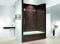 Le pare baignoire coulissant est un moyen de séparer la douche et la baignoire des autres espaces de la salle de bains et de créer comme ça une isolation.