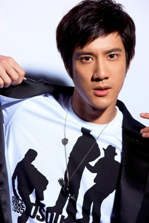 Wang Leehom: actor, rapper, singer. dun really look chinese, but whatever.  still cute! ^^