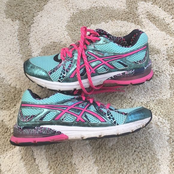 Asics Gel Mint Green and Pink Running Shoe, sz 8 Gently pre owned Asics running shoe in mint, hot pink and blue. Sz 8 asics Shoes Sneakers