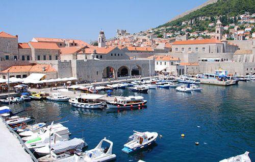 Dubrovnik óvárosáról, történelmi műemlékeiről itt is találunk információkat.