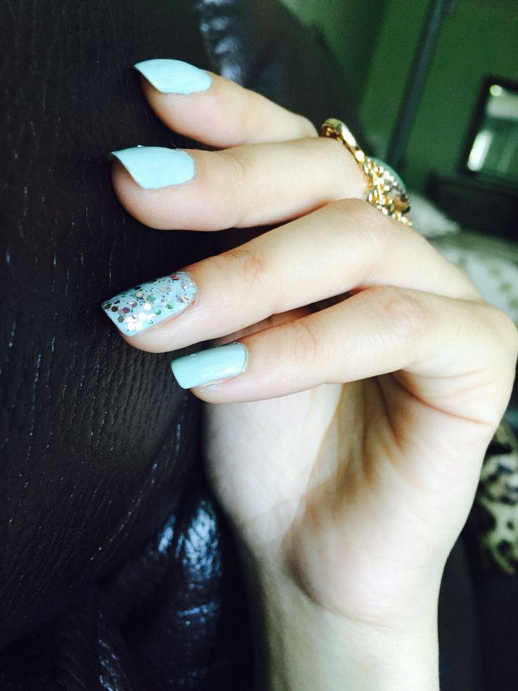 Beautifully minted nails