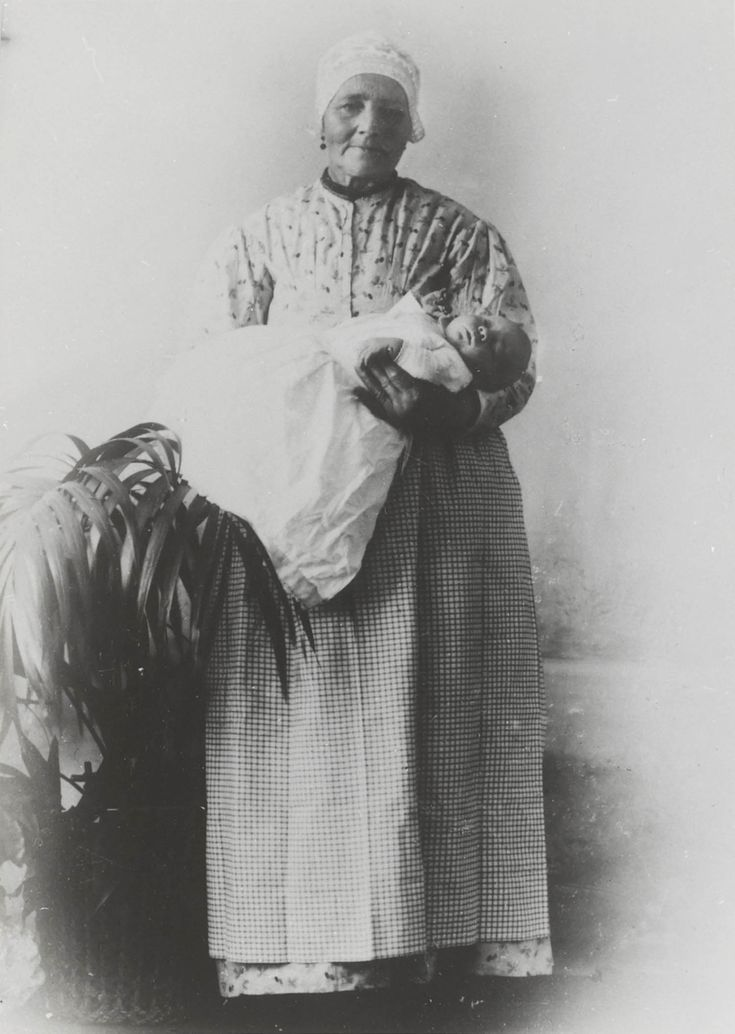 De baker van Zaandijk met baby 1901 #NoordHolland #Zaanstreek #hul