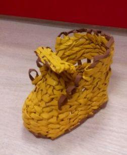 Írószertatró cipőcske papírból