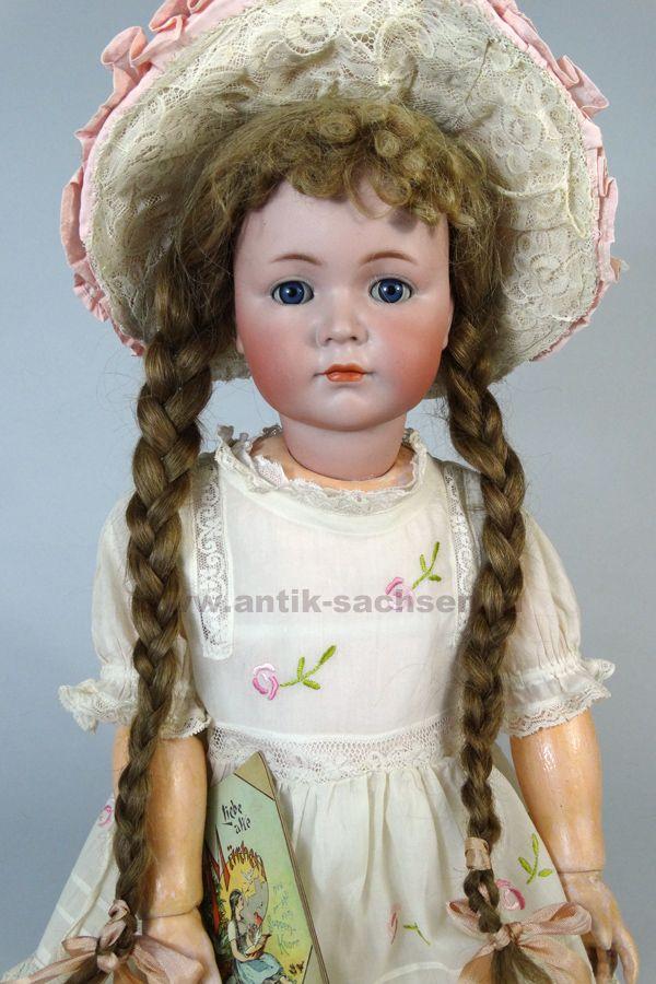 Антикварная немецкая кукла фабрики Kammer & Reinhardt, выпущена, примерно, в 1911 году. Характерная отливка 117 серии, версия с закрытым ртом. Размер куклы 67 см. На голове маркировка «K & R Simon & Halbig 117 68». #dolls #dollcollection #антикварнаякукла #кукла