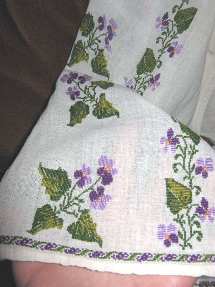 Vintage hand embroidered Romanian costume from Oltenia - size S/M